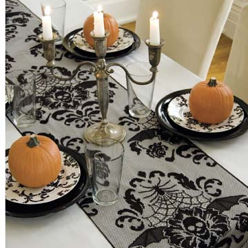 Halloween Damask 68″ Runner – Heritage Lace – Halloween Collection – HWD-1568B