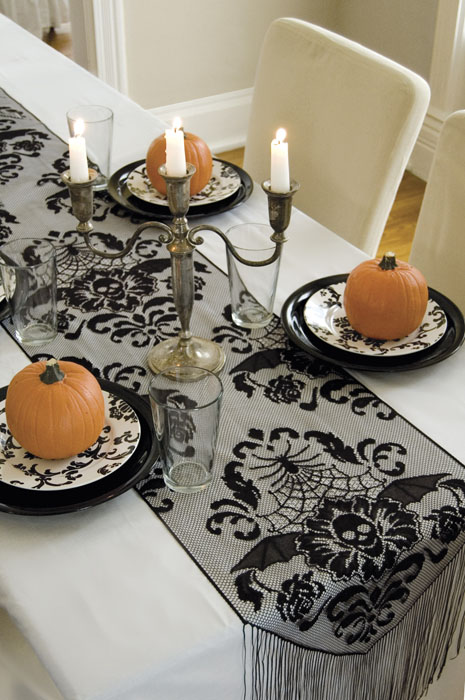 Halloween Damask 94″ Runner – Heritage Lace – Halloween Collection – HWD-1594B