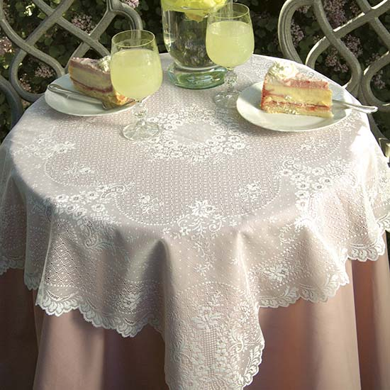 Floret Table Topper - Heritage Lace FO-3636E, FO-3636W