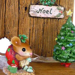 Christmas Nibble Mouse with Barn Door Backdrop NM-1a, NM-4a