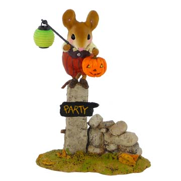 M-444 Pumpkin Party Greeter – RETIRED Wee Forest Folk Collectible
