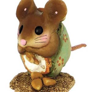 NM-1 Nibble Mouse! (with backdrop) &#8211; Wee Forest Folk
