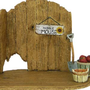 NM-4 Nibble Mouse Barn Door Backdrop
