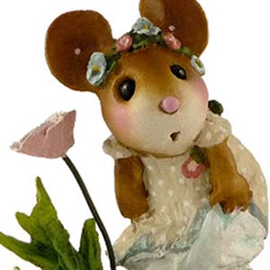 M407 A Playful Breeze  Wee Forest Folk Collectible