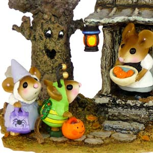 M-344 Halloween Night - Halloween Wee Forest Folk Collectible