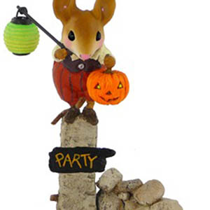 M-444 Pumpkin Party Greeter - RETIRED Wee Forest Folk Collectible