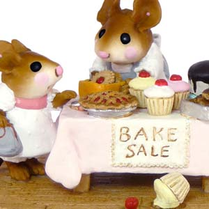 M-220 Mousey's Bake Sale - Wee Forest Folk Collectible