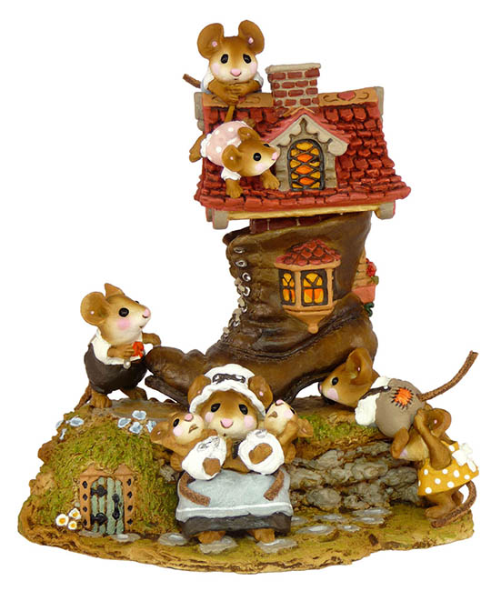 M-189 Little Mice Who Lived in a Shoe &#8211; Wee Forest Folk Collectible