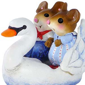 M-475 Swan Boat Sweethearts &#8211; Wee Forest Folk Collectible