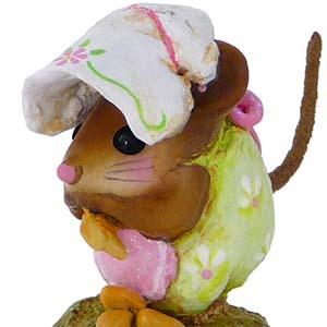 NM-1b Spring Nibble Mouse - Wee Forest Folk Collectible