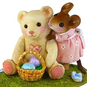 M-522 Teddy's Easter Hug - RETIRED