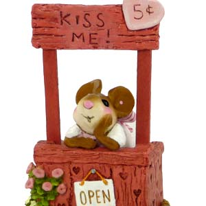 M-323 Kissin&#8217; Katie &#8211; Wee Forest Folk Collectible