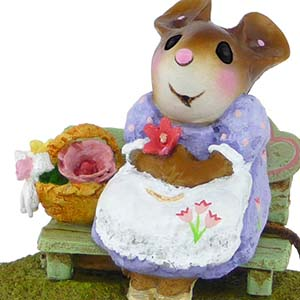 M-483 Mother's Rosy Posies - Wee Forest Folk Collectible